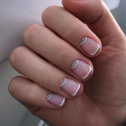 French manicure: cos'è, come farla e i prodotti giusti. Scopri i beauty tips