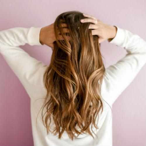 Come rinforzare i capelli in inverno: tutti i segreti beauty per una chioma più forte