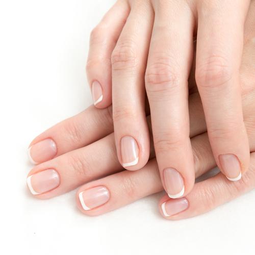 Tutto ma proprio tutto sulla french manicure: storia, tipologie e tutorial per realizzarla