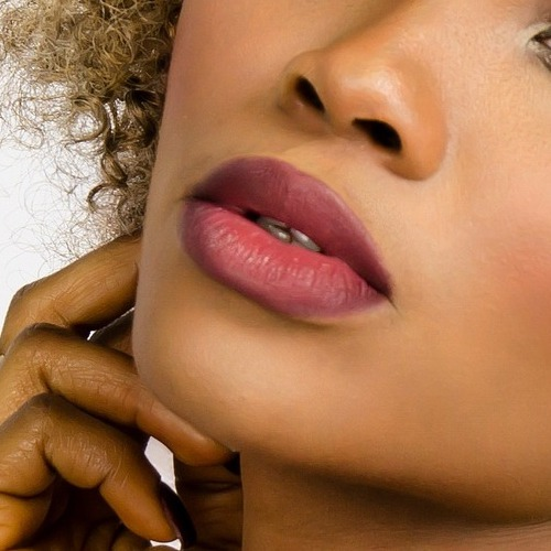 Labbra ombre tutorial: cinque modi per realizzare un trucco perfetto