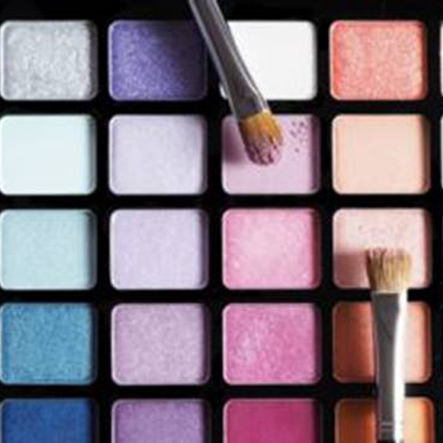 Acquistare make up: è davvero diventata una tendenza più che una necessità?
