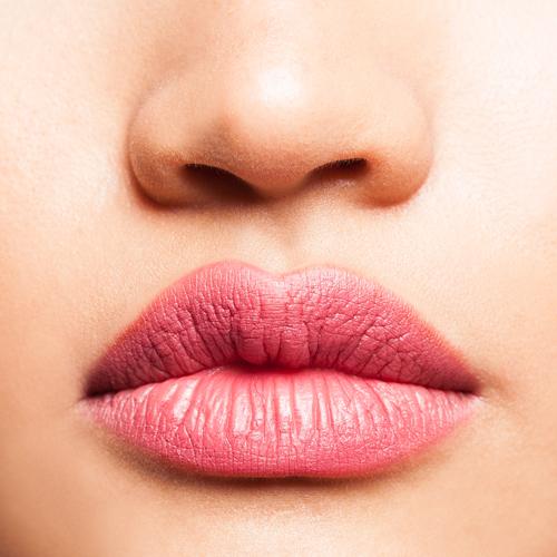 Rossetto liquido o tinta labbra? Scopri la differenza