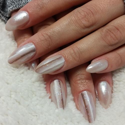 Striped nails: manicure a righe per la primavera