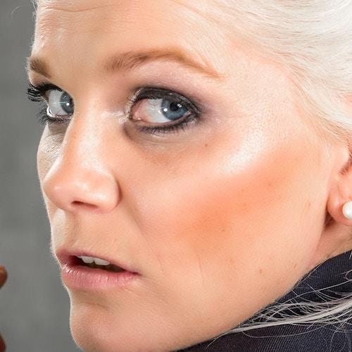 Come minimizzare le rughe e i pori dilatati con il fondotinta