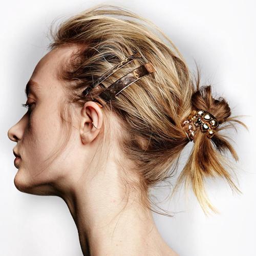 12 idee acconciature per le invitate: trecce, chignon e ponytail per le nozze d'estate come soluzione anti afa