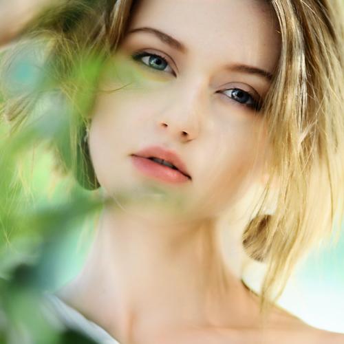 Idratanti per pelli grasse: come scegliere la crema giusta per l'estate