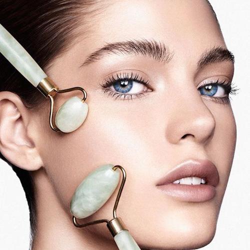 Rullo di giada, scopri i benefici del massaggio al viso