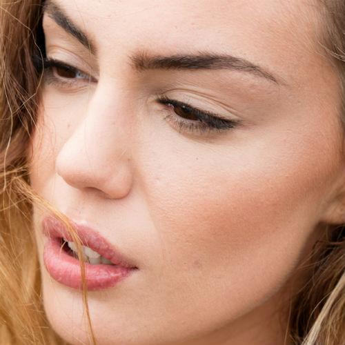 Labbra screpolate dal sole: i migliori balsami per idratarle