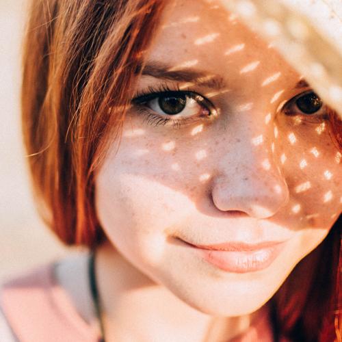 10 Cosmetici antimacchia per mantenere l'abbronzatura del viso