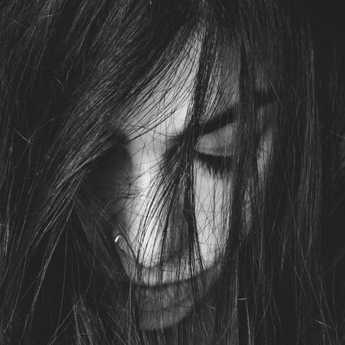 Caduta capelli stagionale: cos'è un effluvio?