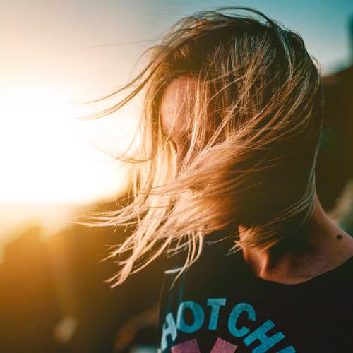 Come schiarire i capelli in modo naturale e veloce