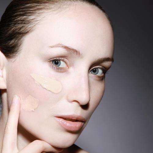 Fondotinta per pelli mature 2020: come scegliere il prodotto giusto