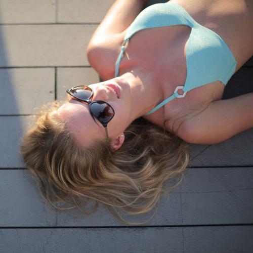 Pelle bruciata dal sole: cause e rimedi