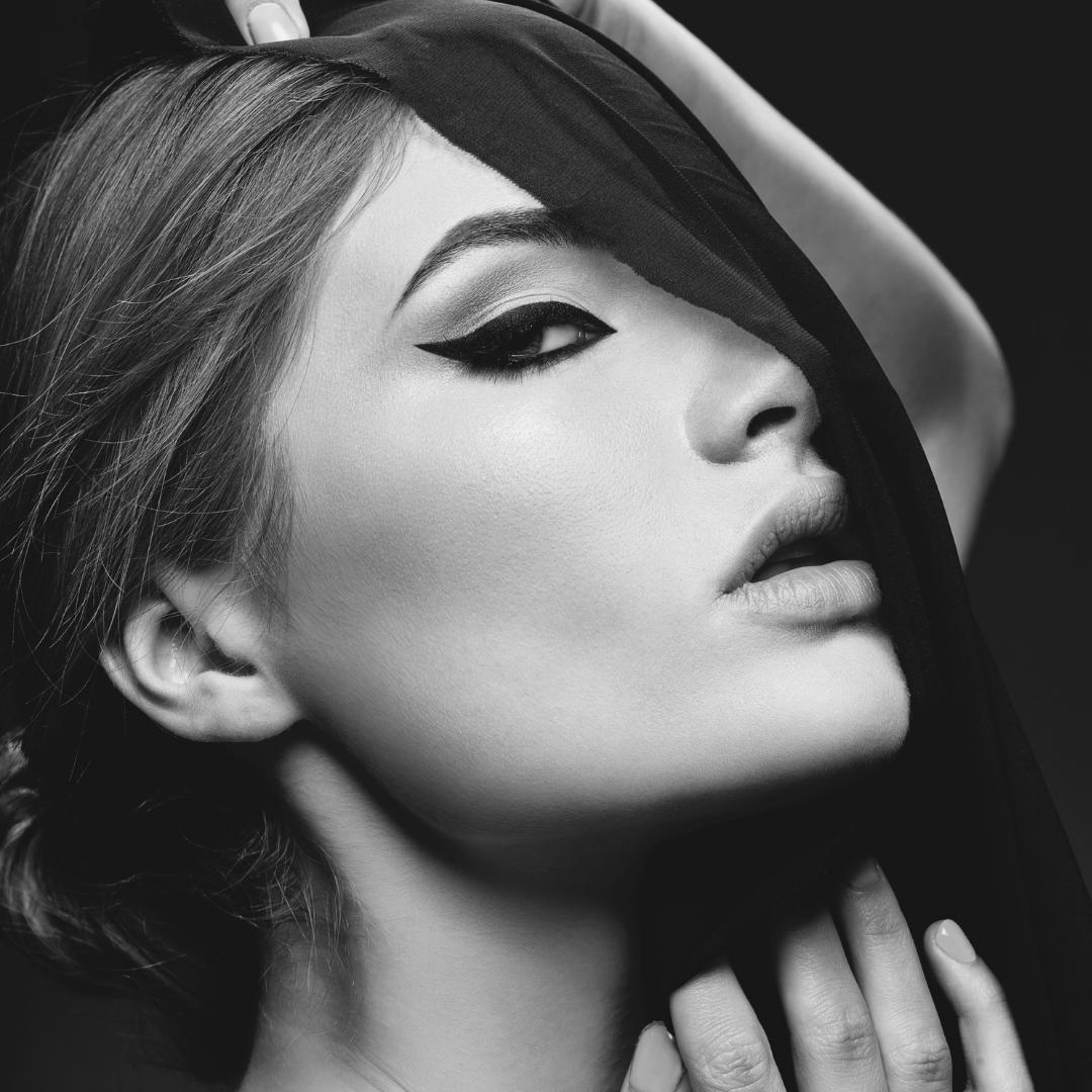 Storia e forme di eyeliner, le star iconiche e piccole tips per realizzarlo