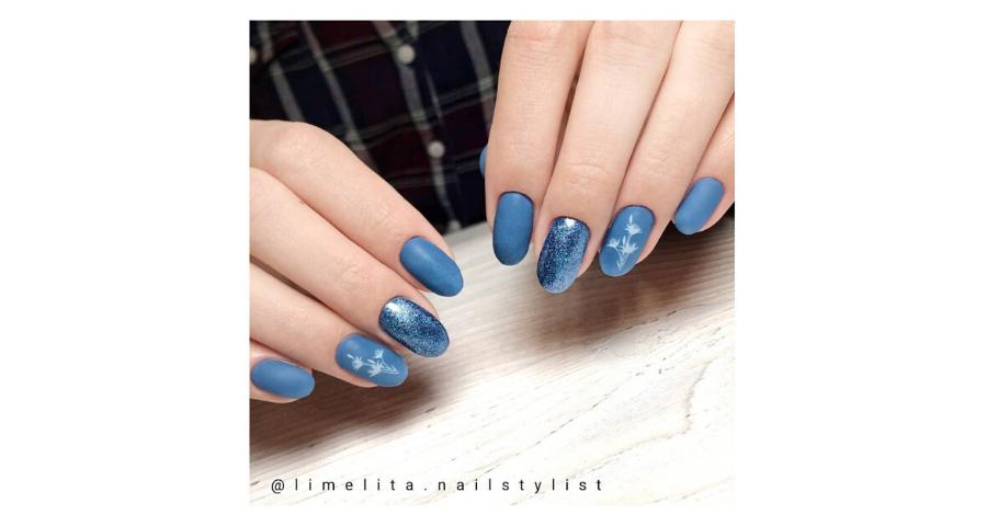 unghie blu pantone 2020