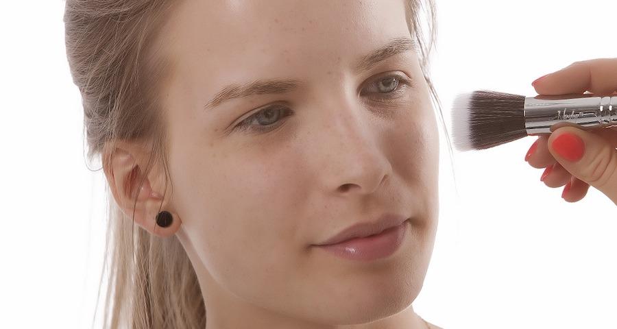 minimizzare i pori con il fondotinta